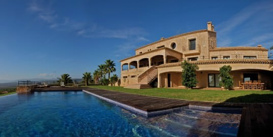 Top class luxury golf villa near Palma