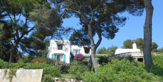 Fantastic frontline villa in Cala D'or with sea access