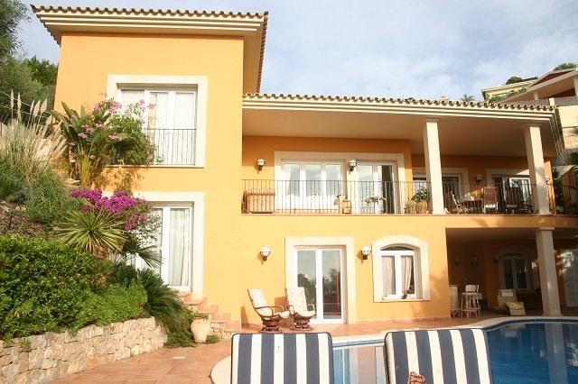 Lujosa villa con vista al mar en Bendinat con piscina y jardin