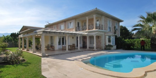 Beautiful villa very close to the beach in Llenaire