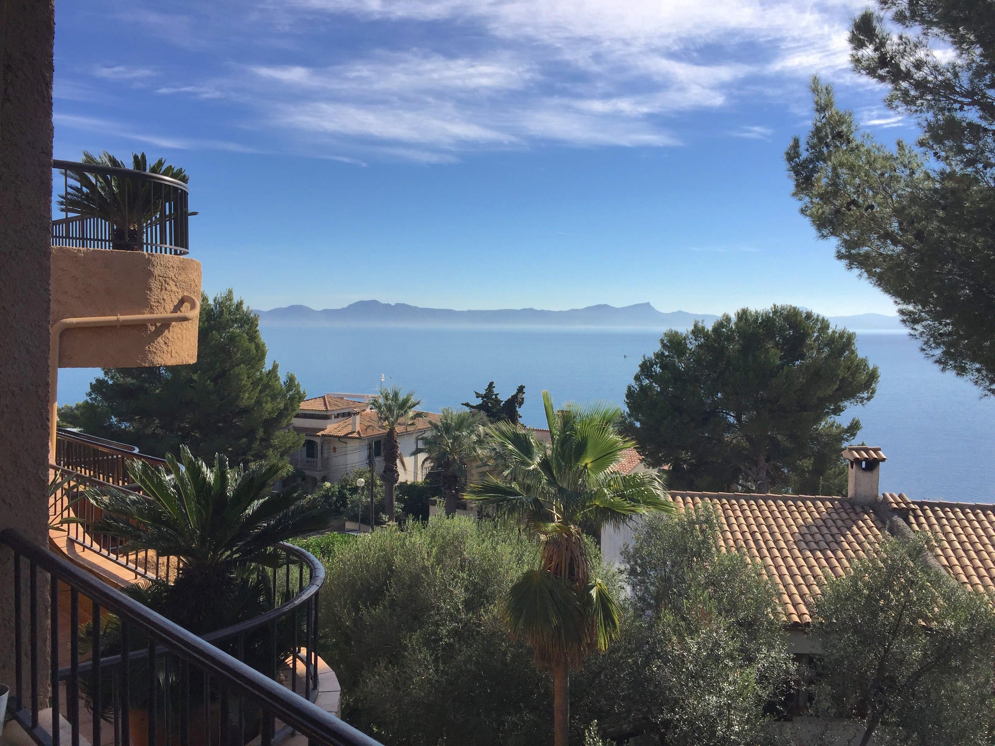 Шикарный апартамент с прекрасным видом на залив Алькудия