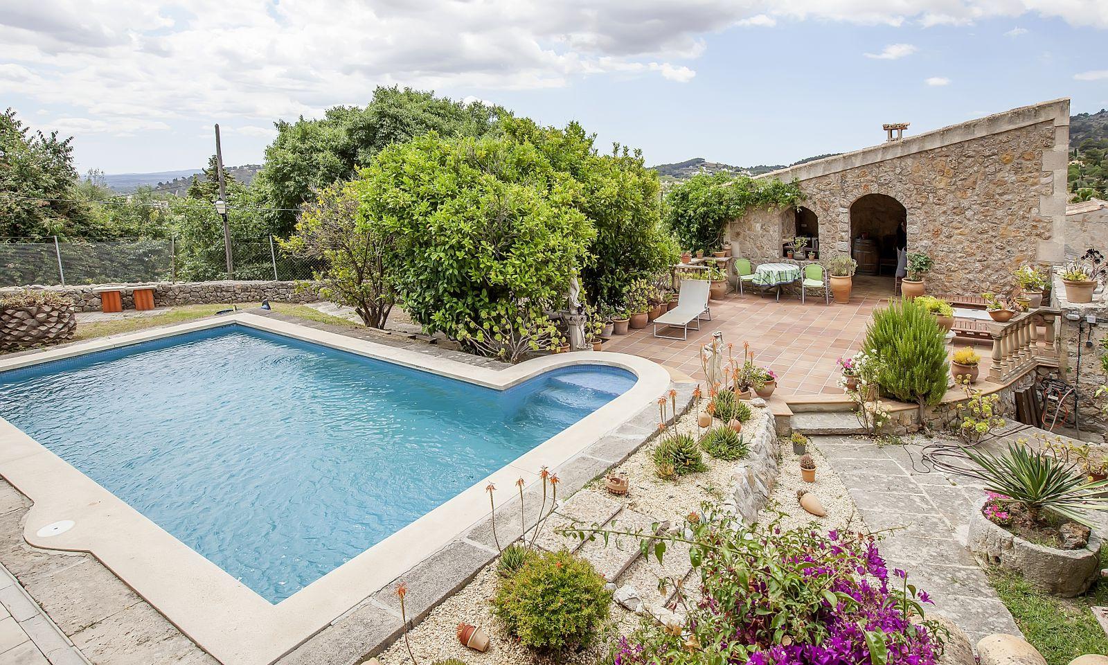 VERKAUFT !!  Schönes Dorfhaus mit Pool in Alaró