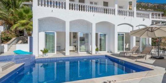 Moderne Villa mit Meerblick in Andratx (Cala Llamp), gerade frisch saniert