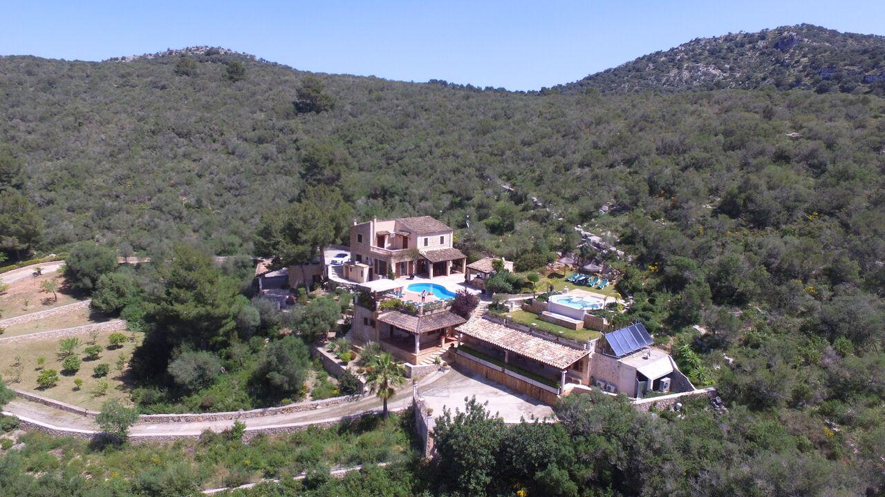 VERKAUFT !!!   Finca-Anwesen mit 5 Wohneinheiten, 7 Schlafzimmern und Vermietlizenz