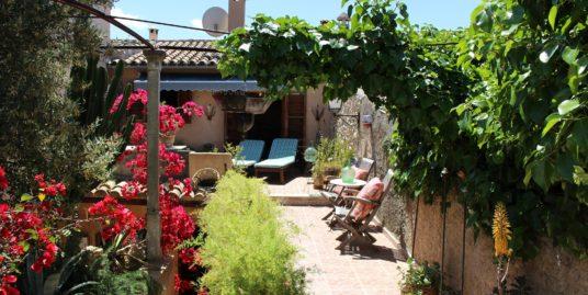RESERVIERT: Liebevoll renoviertes Dorfhaus mit viel Charme